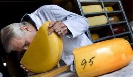 """Онищенко решил """"коварно"""" защитить украинцев от их собственного сыра"""