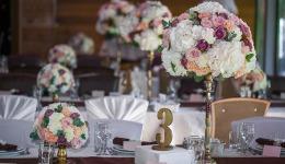 Что и как украсить цветами на свадьбе?